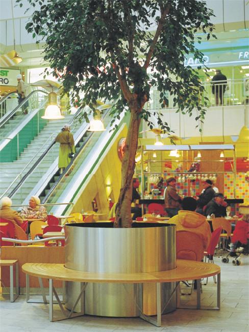 Pflanzgefäß aus Edelstahl mit Sitzbank IDEAL als PflanzenInsel im Shopping Center